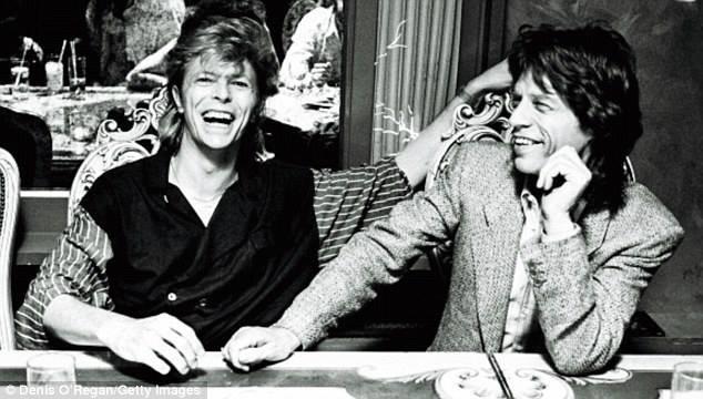 Caras | Mick Jagger presta homenagem a David Bowie