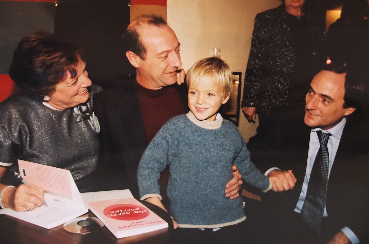 7 11 - 2001 Miguel Portas com a mãe, Helena Sacadura Cabral, o irmão Paulo Portas e o filho Frederico.jpg