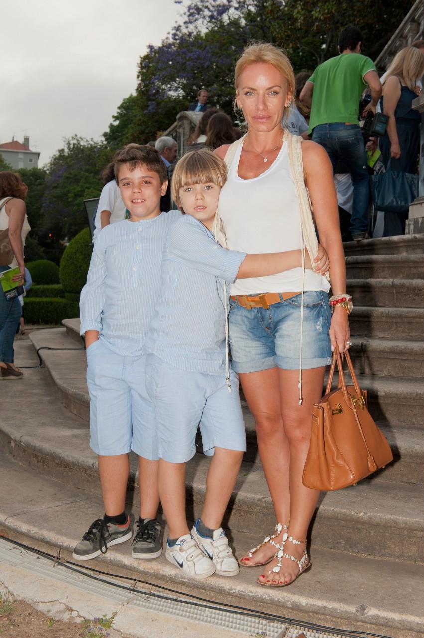 Ewa Kubik com os filhos.jpg