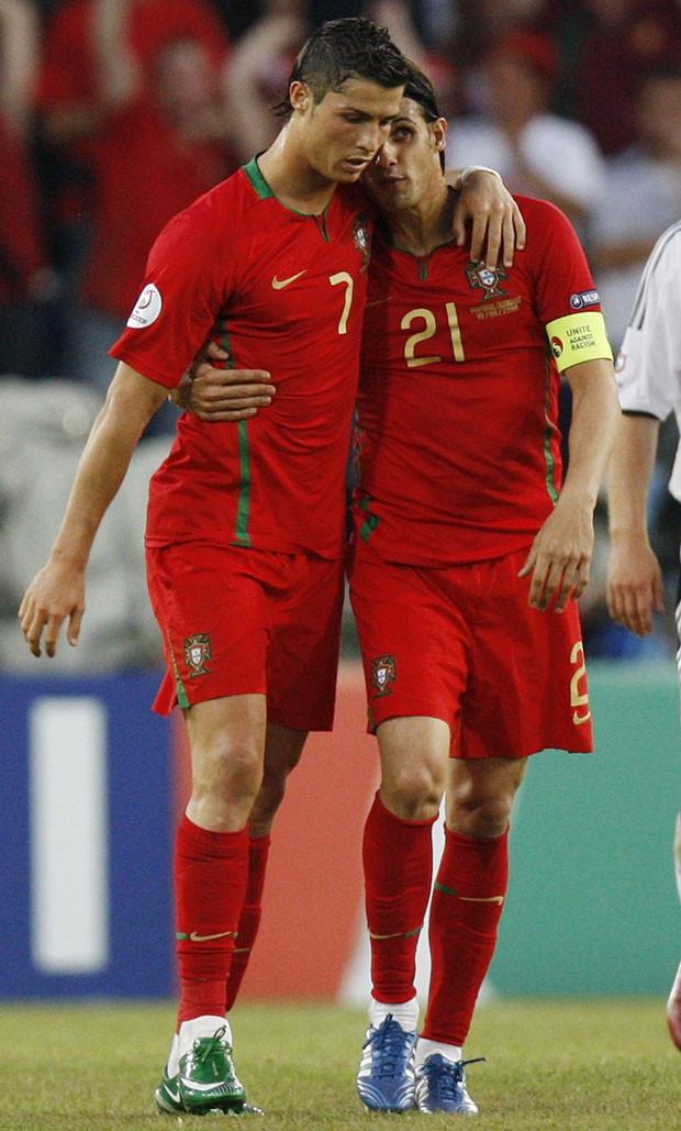 Cristiano Ronaldo e Nuno Gomes.jpg