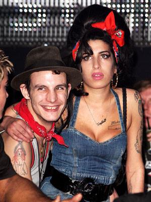 Amy Winehouse não quer divorciar-se de Blake Fielder-Civil
