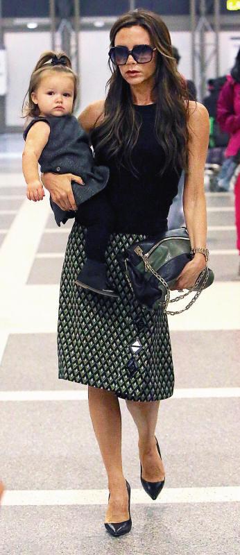 Victoria Beckham com a filha, Harper.jpg
