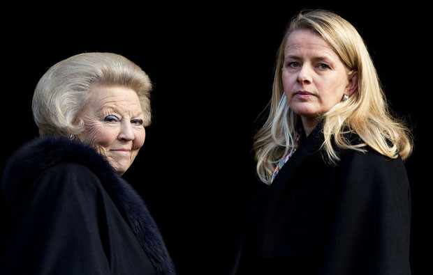 Rainha Beatriz e princesa Mabel da Holanda.jpg