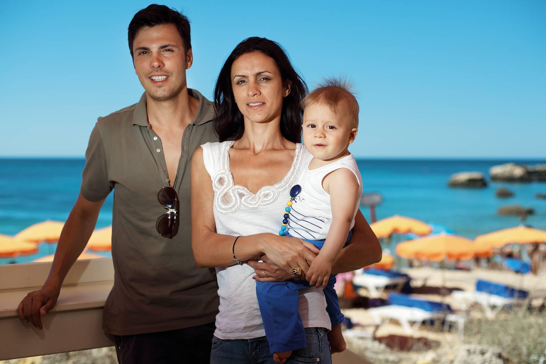 Gio Rodrigues e Ana Gomes com o filho, Lourenço.jpg