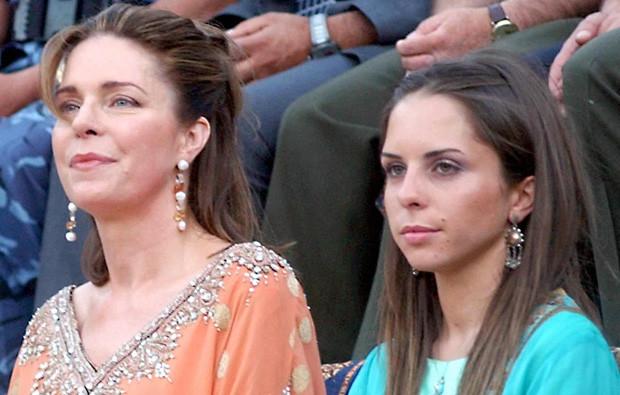 A rainha Noor da Jordânia com a filha Iman.jpg