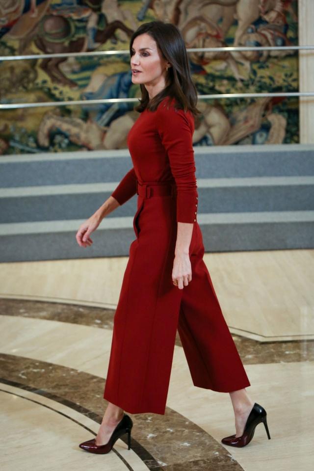 Caras   Letizia destaca se com 'look' vermelho e intemporal