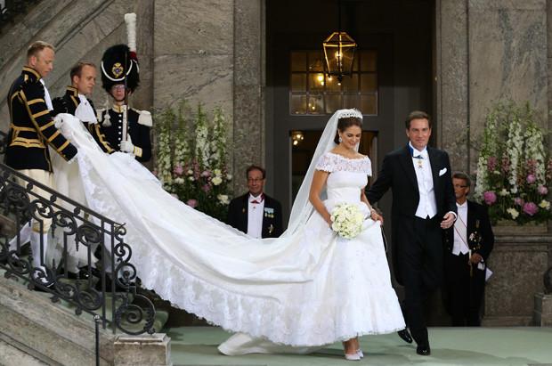 Caras | Madalena da Suécia brilha com vestido de noiva desenhado por  Valentino