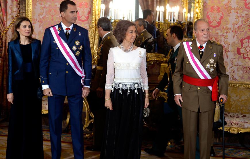 Letizia, Felipe, Sofía e Juan Carlos de Espanha.jpg