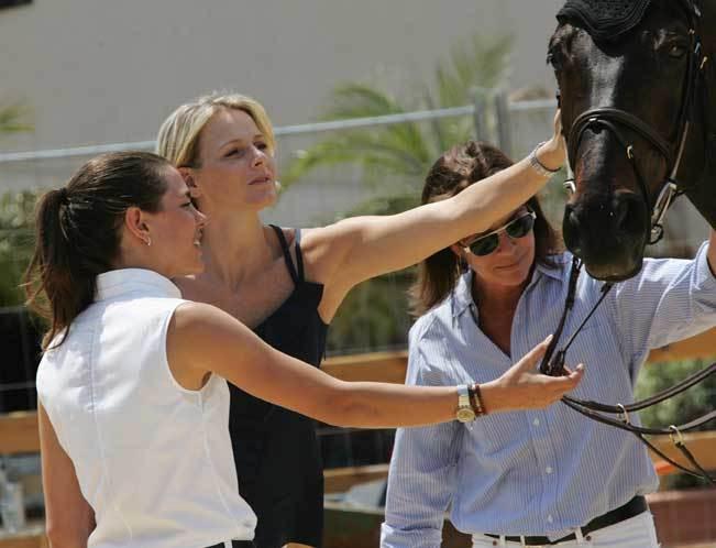 Charlotte Casiraghi, Charlene Wittstock e Carolina do Mónaco