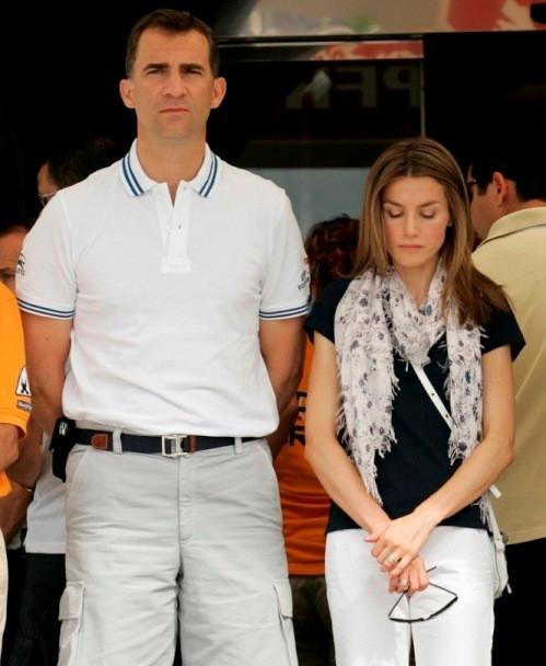 Felipe e Letizia durante o minuto de silêncio
