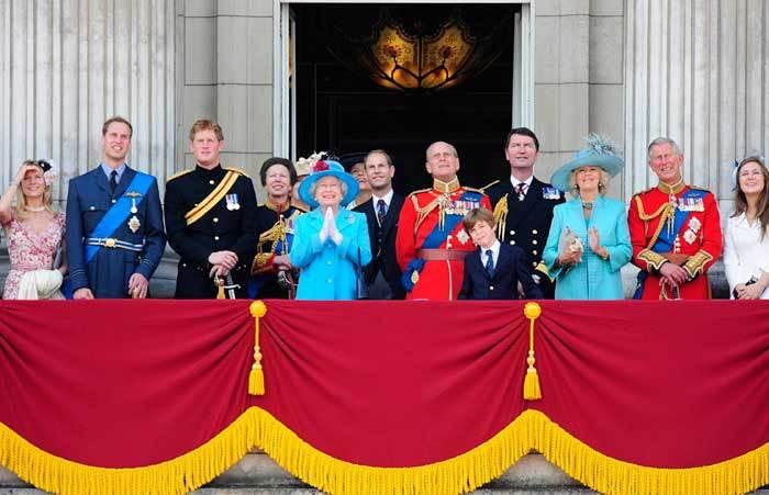 Família real inglesa assiste ao desfile Trooping the Colour (13 de Junho de 2009)