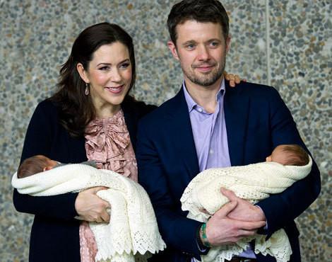 Mary e Frederico da Dinamarca com os gémeos