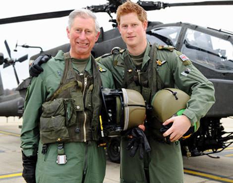 O príncipe Harry com o pai, o príncipe Carlos