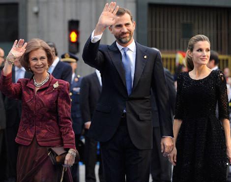 A rainha Sofía de Espanha com os príncipes das Astúrias, Felipe e Letizia