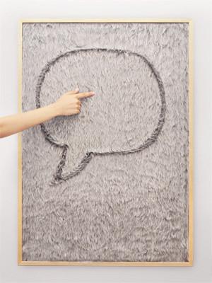 Um dos trabalhos de Gonçalo Campos exibidos na Tendence: quadro de mensagens, em pelo, para escrever e desenhar... com os dedos.