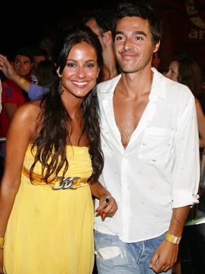 Mariana Monteiro namora na noite algarvia