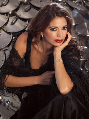 Bárbara Guimarães no papel de DJ
