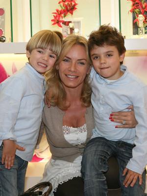 Ewa Rubik, com os filhos Lucas e Mateus