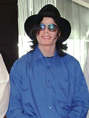 Michael Jackson infectado por uma bactéria que destrói a pele