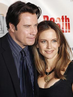 Um mês e meio depois da morte de Jett, a família Travolta tenta ter uma