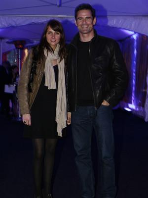 Anna Westerlund e Pedro Lima aproveitam festa para namorar