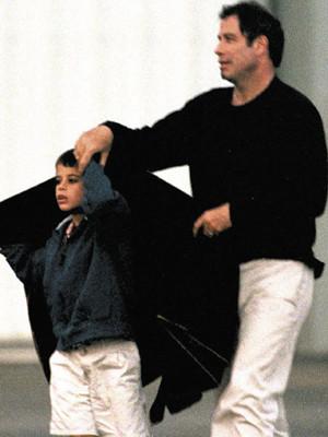 John Travolta chora a morte do filho de 16 anos