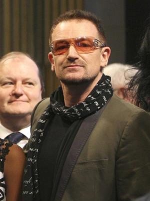 Bono distinguido pelo trabalho humanitário