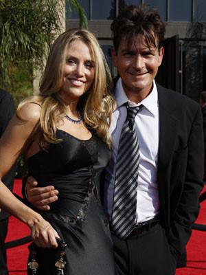 Charlie Sheen e Brooke Mueller vão ser pais de gémeos