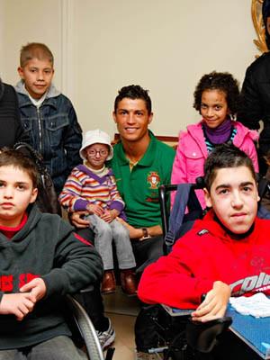 Cristiano Ronaldo realiza sonho de seis crianças