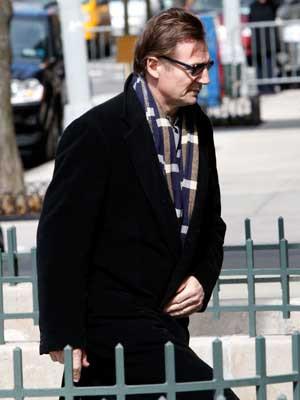 Depois da morte da mulher, Liam Neeson refugia-se no trabalho
