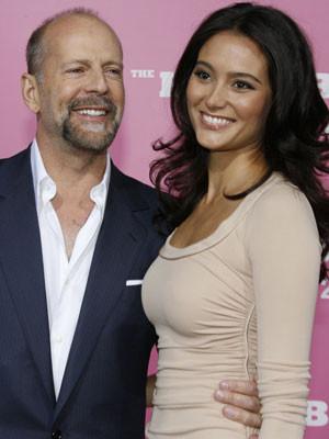 Bruce Willis e Emma Heming legalizaram a união