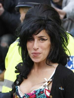 Amy Winehouse quer comprar casa nas Caraíbas