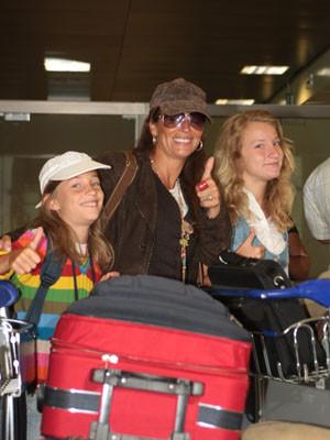 Alexandra Lencastre parte para o Brasil na companhia das filhas