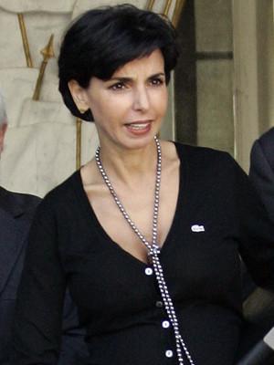 Ministra francesa Rachida Datti mãe de uma menina