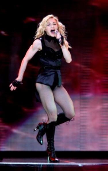 A cantora a actuar