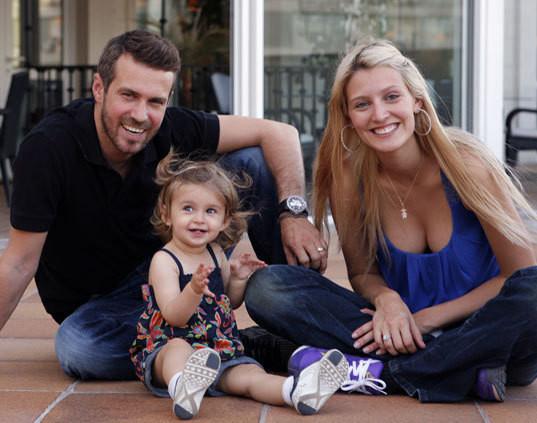 Tiago Monteiro e Diana Pereira com a filha, Mel