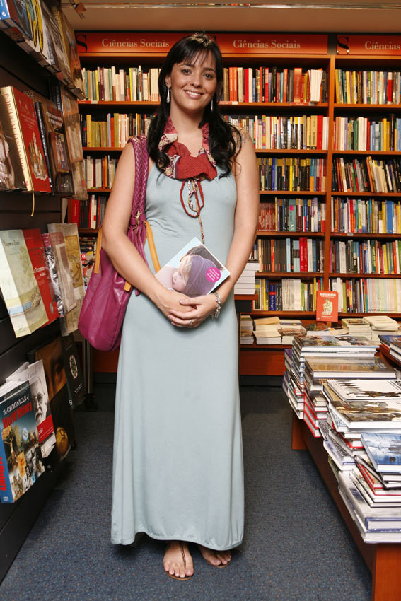 Marta Cruz no lanamento do livro de Cláudio Ramos