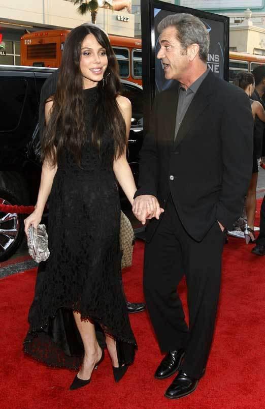 Oksana Grigorieva e Mel Gibson na primeira aparição pública juntos, na estreia do filme X-Men Origens: Wolverine