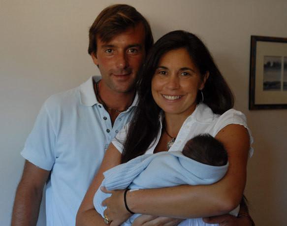 O casal com o filho recém-nascido