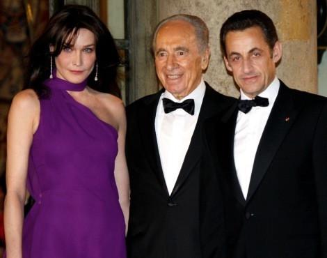 Carla Bruni, Shimon Peres e Nicolas Sarkozy, em Março de 2008