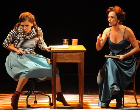 Joana Solnado e Manuela Couto em palco