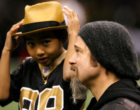 Brad Pitt com o filho Maddox