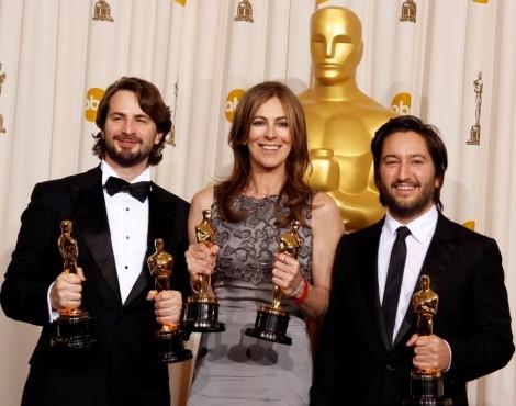 Mark Boal, Kathryn Bigelow e Greg Shapiro recebem o Óscar de Melhor Filme
