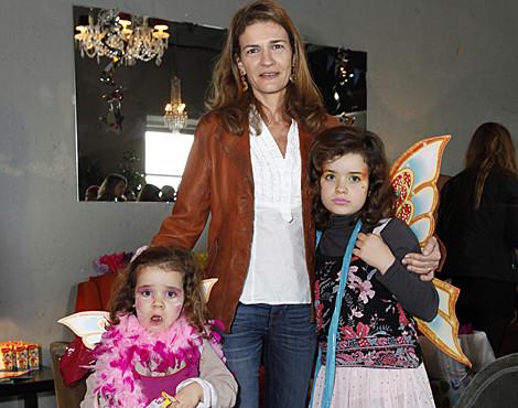 Patrícia Pires de Lima com as filhas Madalena e Matilde