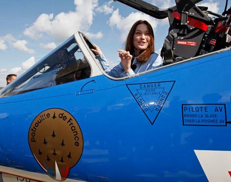 Carla Bruni é a nova madrinha da Patrouille de France