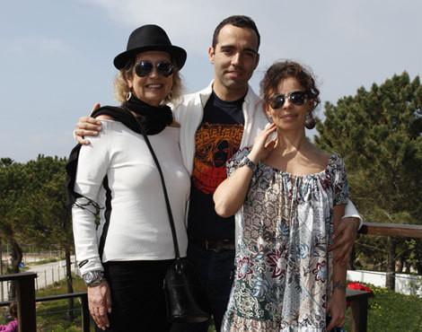 Ana Maria Lucas com o filho, Francisco, e a nora, Sara