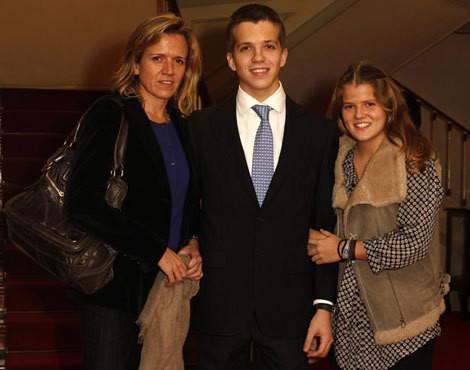 Catarina Flores com os filhos Pedro e Marta