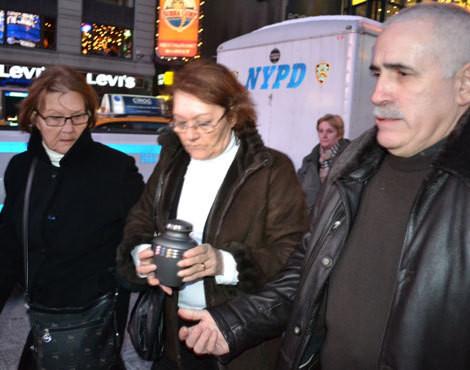 Cinzas de Carlos Castro depositadas na Broadway