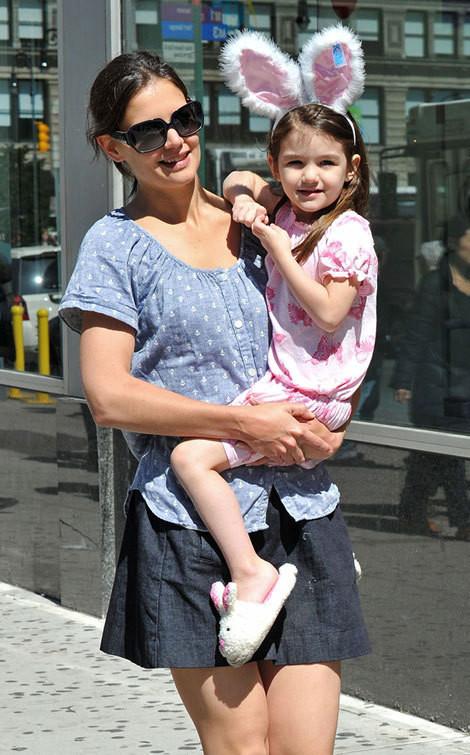 Katie Holmes com a filha, Suri