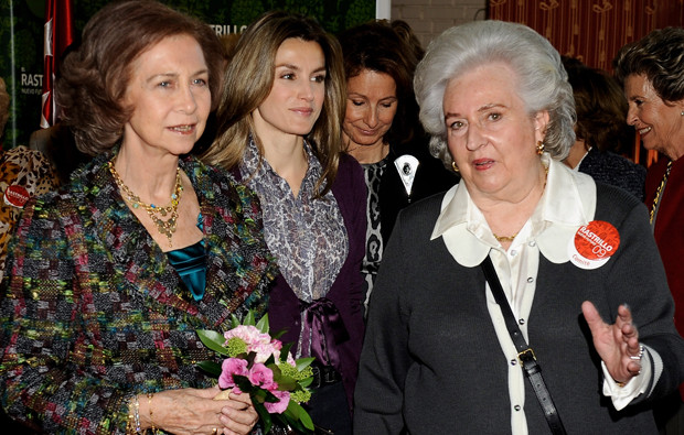Rainha Sofía, princesa Letizia e infanta Pilar de Espanha.jpg